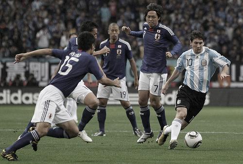 キリンチャレンジカップ2010 アルゼンチン戦 攻め込むメッシ