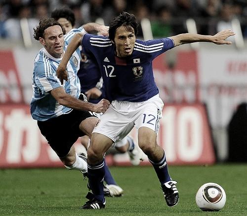 キリンチャレンジカップ2010 アルゼンチン戦 体を張る前田