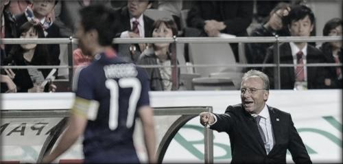 2010年10月12日 韓国戦 指揮する日本代表監督 ザッケローニ